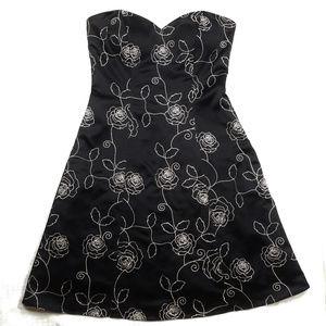 White House Black Market 2 Dress Rose Embroidered